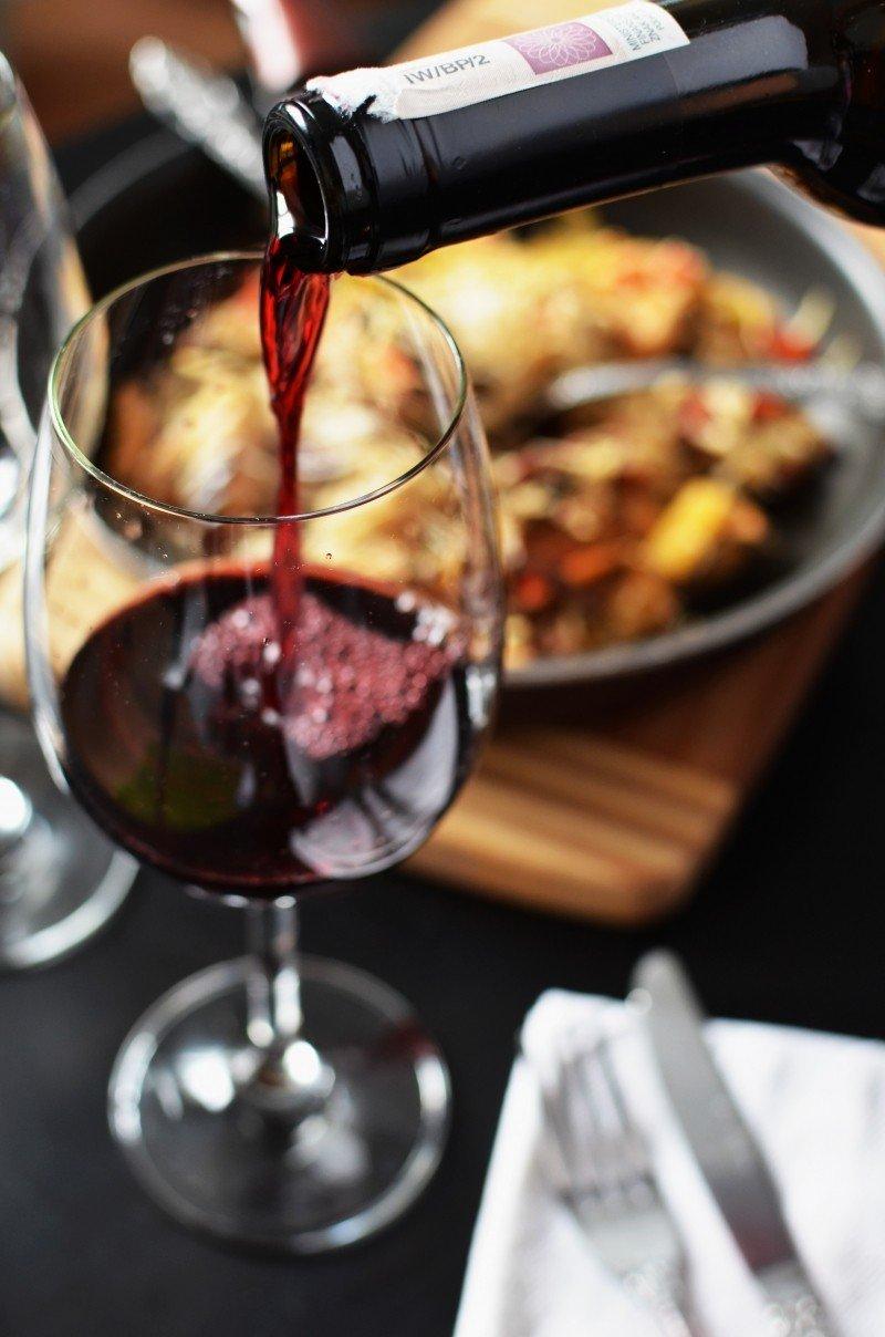 Serveur restaurant vin